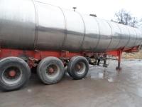 Tsisternveoki alusraami puhastamine klaasipuruga